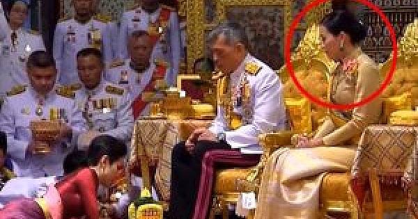Tayland Kralı, sevgilisini, karısının gözü önünde 'Resmi Metres' ilan etti!