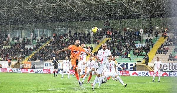 KARDEŞ KARDEŞ YENİŞEMEDEN Alanyaspor: 0 - Antalyaspor: 0