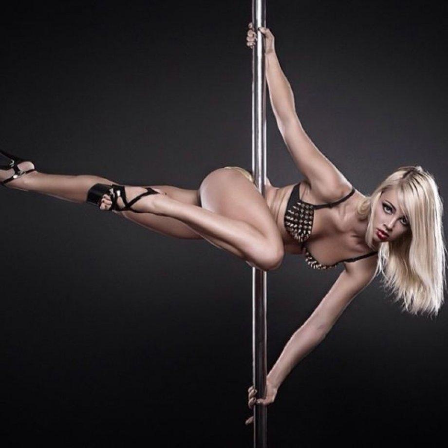 Сексуальные девушки танцуют 22 фотография