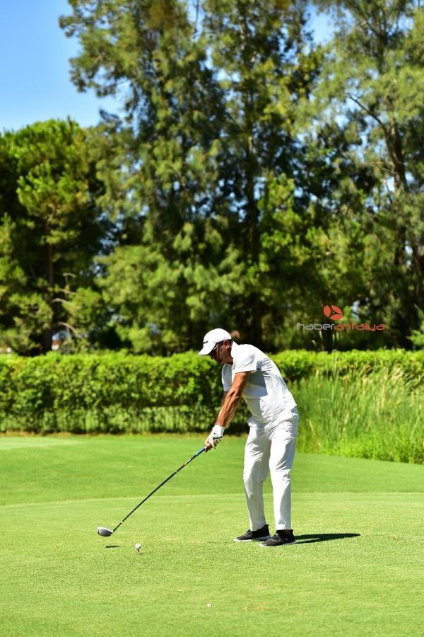 2019/08/bakan-cavusoglu-golf-turnuvasina-katildi-6a6439ff3de3-4.jpg