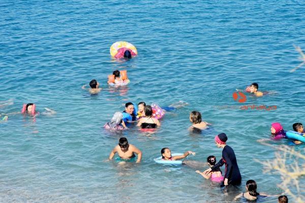 2019/08/demre-sahilleri-tatilcilerle-doldu-22071b171bdc-5.jpg
