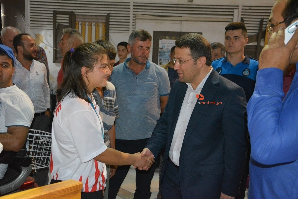2019/08/dunya-plaj-guresi-dunya-sampiyonu-zeynepe-memleketinde-davul-zurnali-karsilama-20190812AW77-3.jpg