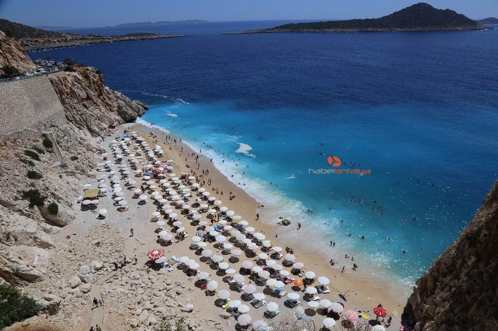 2019/08/turkuaz-mavisi-plaj-4-gunde-25-bin-ziyaretci-agirladi-20190814AW77-3.jpg