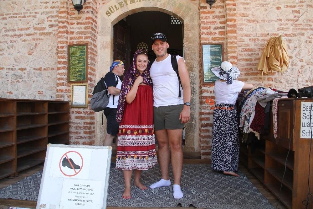 2019/09/alanyada-788-yillik-tarihi-camiye-turistlerin-yogun-ilgisi-20190910AW79-12.jpg