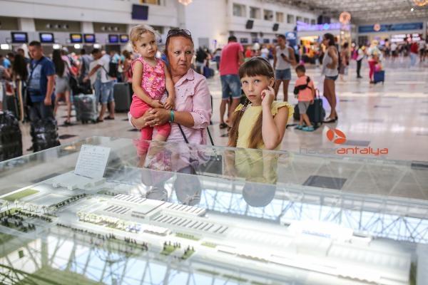 2019/09/antalyada-turist-sayisi-12-milyonu-gecti-d5d53b6cd004-3.jpg