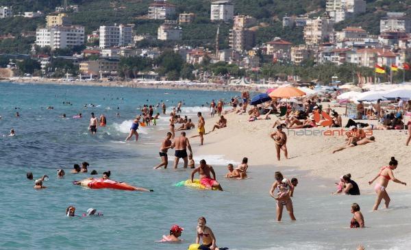 2019/09/tatilciler-sahilleri-doldurdu-6885334149a5-2.jpg