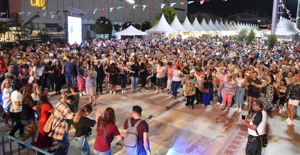 2019/09/yoreler-renkler-festivalinde-karadeniz-firtinasi-20190922AW80-4.jpg