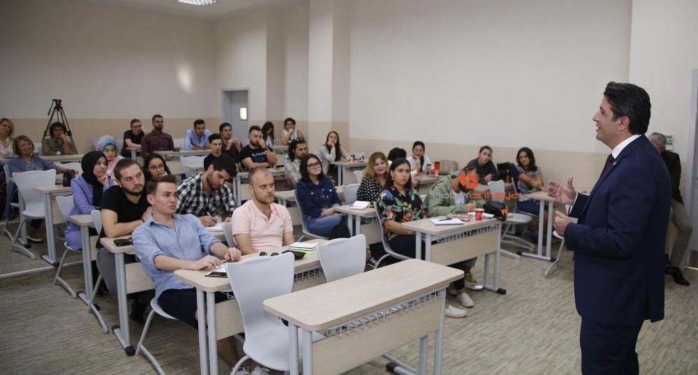 2019/10/baskan-genc-bilim-universitesinde-derse-girdi-20191016AW82-3.jpg