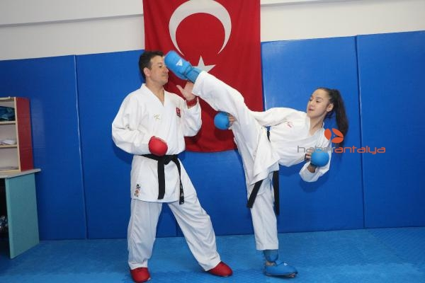 2019/11/dunya-sampiyonu-karateci-muserrefin-hedefi-zirvedeki-yerini-korumak-f8ac65440d1d-4.jpg
