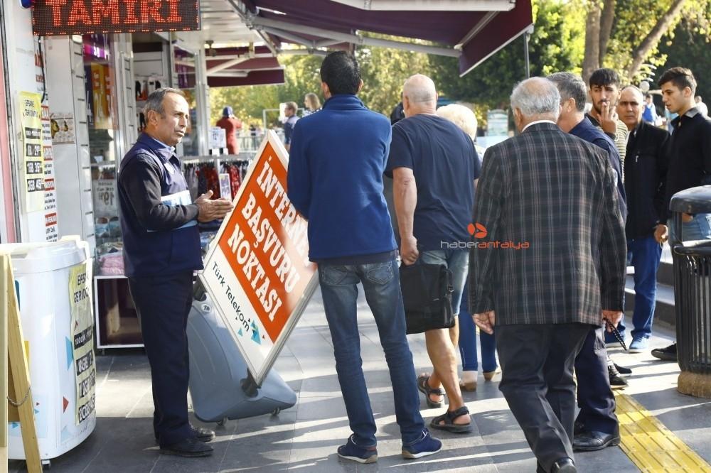 2019/11/manavgat-belediyesi-ana-caddelerde-hizmet-seferberligi-baslatti-20191121AW86-2.jpg