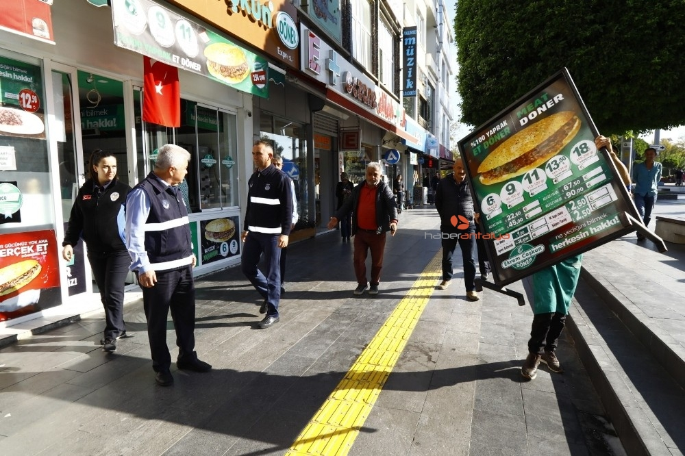 2019/11/manavgat-belediyesi-ana-caddelerde-hizmet-seferberligi-baslatti-20191121AW86-3.jpg