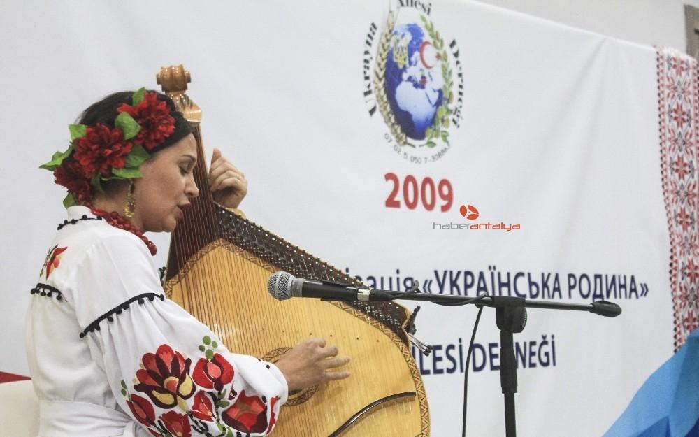 2019/11/ukrayna-aileleri-dernegi-10uncu-kurulus-yil-donumune-coskulu-kutlama-20191117AW85-4.jpg