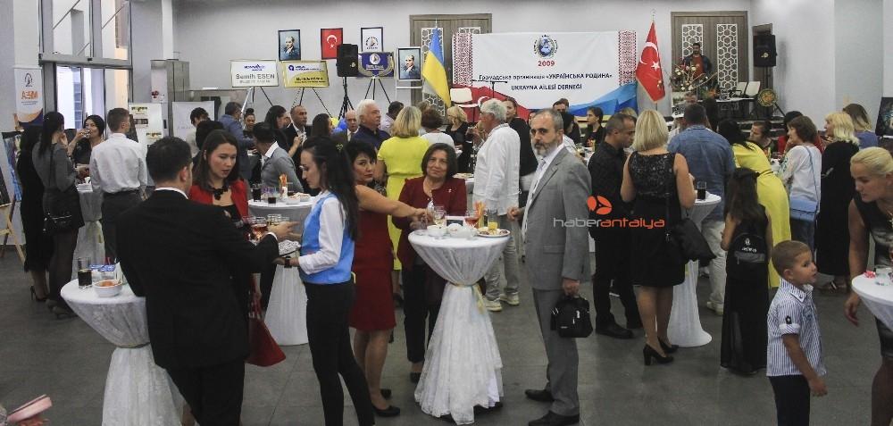 2019/11/ukrayna-aileleri-dernegi-10uncu-kurulus-yil-donumune-coskulu-kutlama-20191117AW85-6.jpg