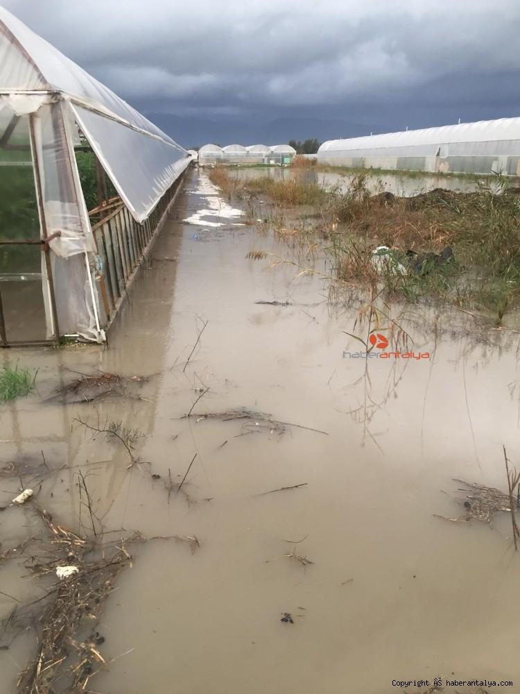 2019/12/antalyada-su-basan-seralarda-tahliye-islemleri-devam-ediyor-20191213AW88-15.jpg