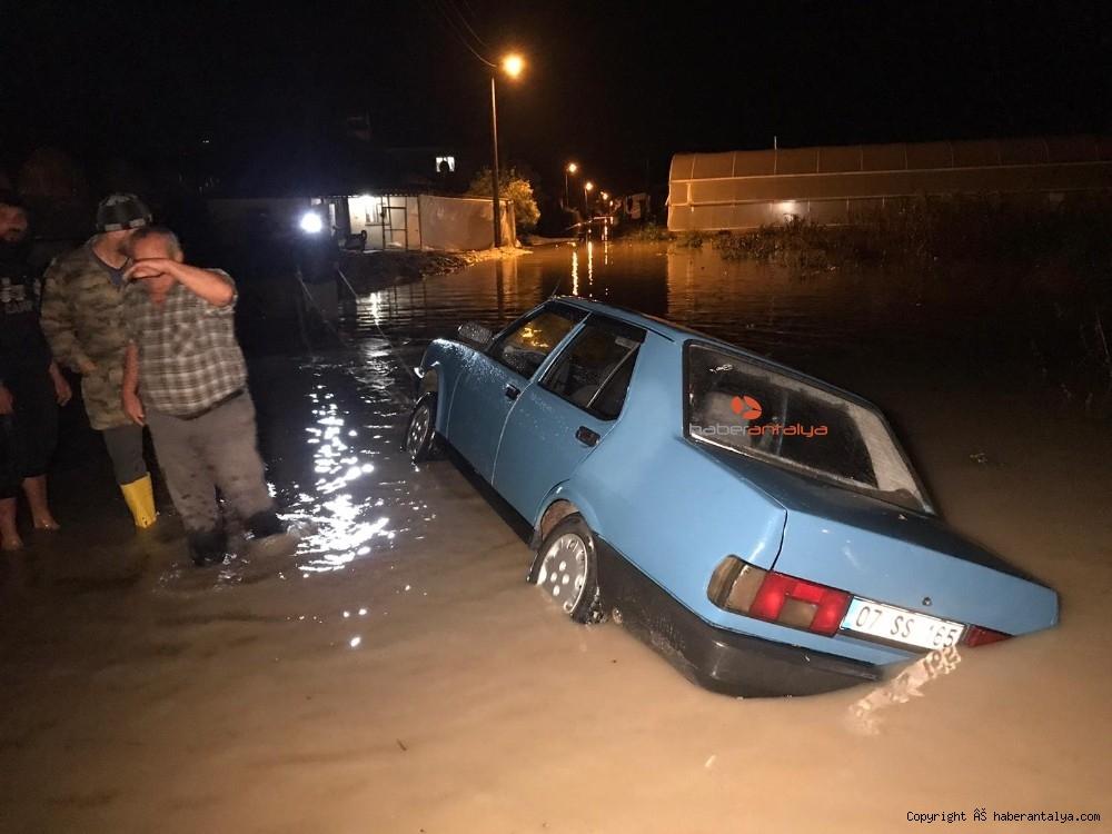 2019/12/antalyada-su-basan-seralarda-tahliye-islemleri-devam-ediyor-20191213AW88-2.jpg
