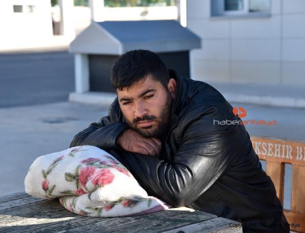 2019/12/fakirlik-boyle-bir-sey-minik-kizinin-cenazesini-battaniyeye-sarip-goturdu-4fff944130ec-3.jpg