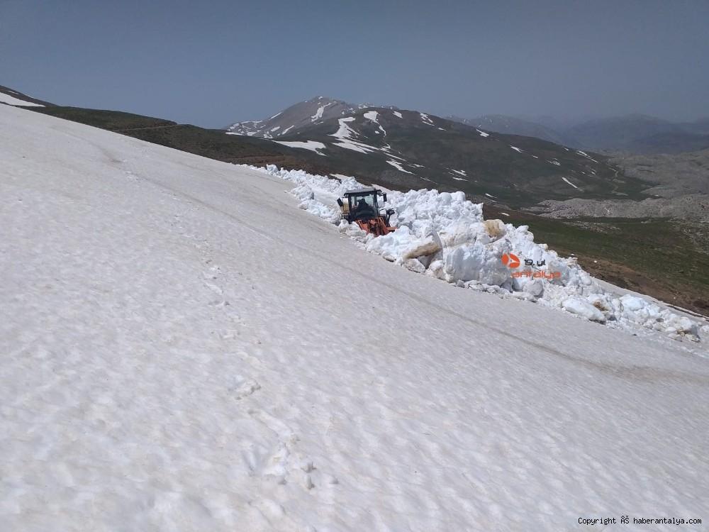 2020/05/antalyada-mayis-ayinda-45-metre-kar--20200530AW02-2.jpg