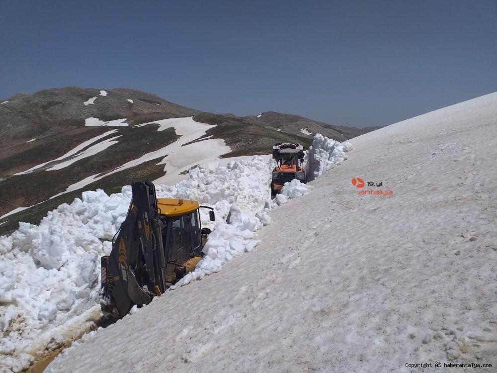 2020/05/antalyada-mayis-ayinda-45-metre-kar--20200530AW02-3.jpg