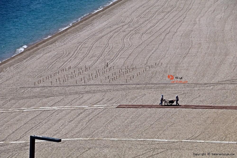 2020/05/dunyaca-unlu-sahilde-sezlong-ve-semsiyeler-sosyal-mesafeli-yeni-duzene-gore-yerini-aldi-20200526AW02-20.jpg