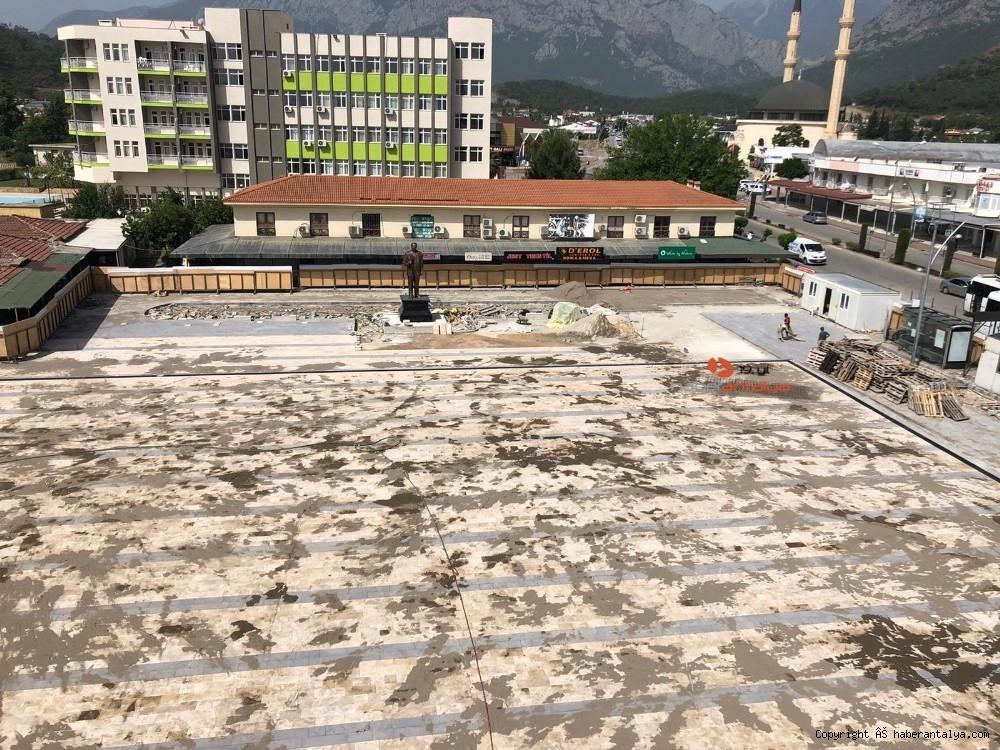 2020/05/kemer-cumhuriyet-meydani-projesinde-sona-gelindi-20200524AW02-4.jpg