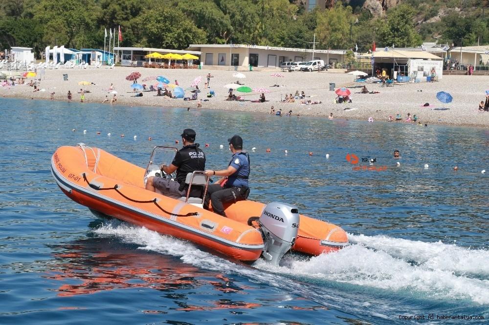 2020/07/deniz-polisi-dunyaca-unlu-sahil-ve-koylari-tek-dolasip-maske-ve-sosyal-mesafeyi-denetledi-20200703AW05-10.jpg