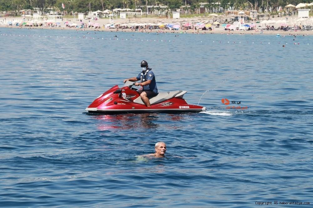 2020/07/deniz-polisi-dunyaca-unlu-sahil-ve-koylari-tek-dolasip-maske-ve-sosyal-mesafeyi-denetledi-20200703AW05-12.jpg