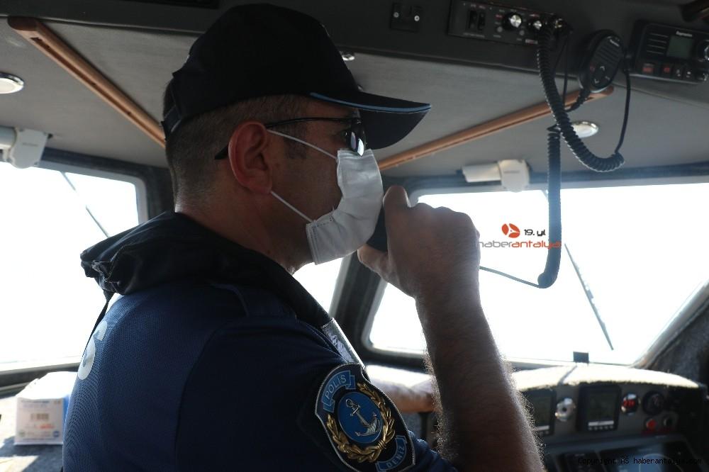 2020/07/deniz-polisi-dunyaca-unlu-sahil-ve-koylari-tek-dolasip-maske-ve-sosyal-mesafeyi-denetledi-20200703AW05-16.jpg
