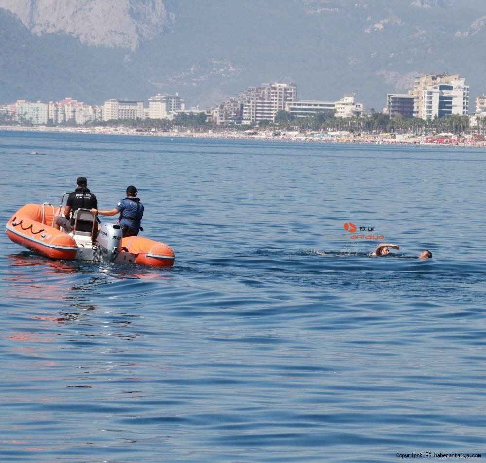 2020/07/deniz-polisi-dunyaca-unlu-sahil-ve-koylari-tek-dolasip-maske-ve-sosyal-mesafeyi-denetledi-20200703AW05-2.jpg
