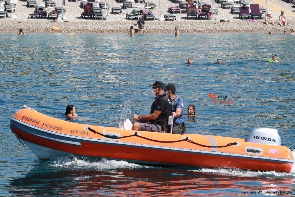 2020/07/deniz-polisi-dunyaca-unlu-sahil-ve-koylari-tek-dolasip-maske-ve-sosyal-mesafeyi-denetledi-20200703AW05-3.jpg
