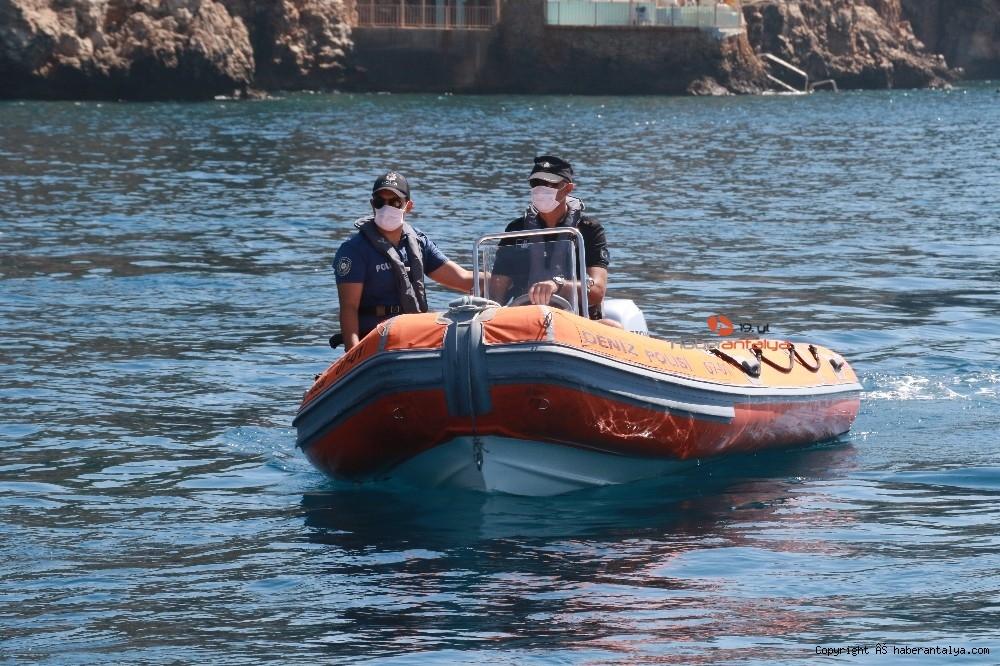 2020/07/deniz-polisi-dunyaca-unlu-sahil-ve-koylari-tek-dolasip-maske-ve-sosyal-mesafeyi-denetledi-20200703AW05-6.jpg