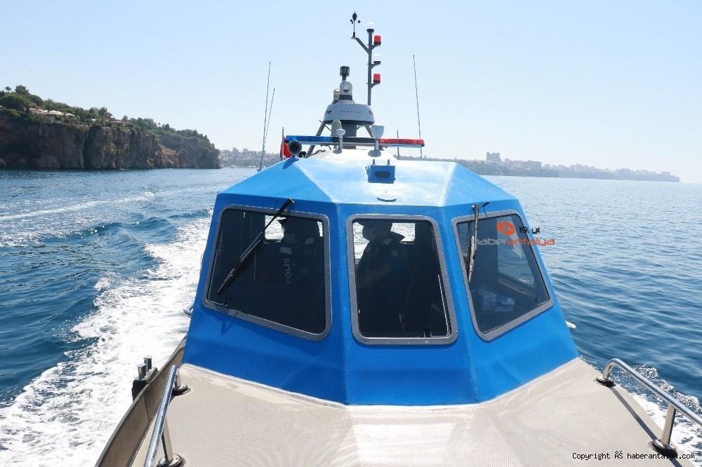 2020/07/deniz-polisi-dunyaca-unlu-sahil-ve-koylari-tek-dolasip-maske-ve-sosyal-mesafeyi-denetledi-20200703AW05-7.jpg