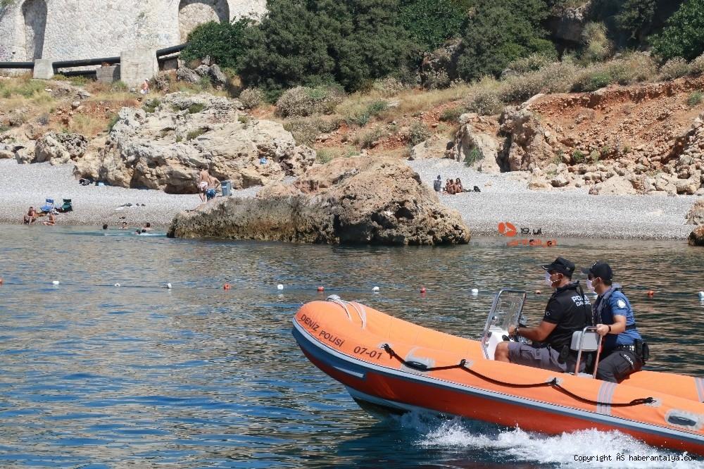 2020/07/deniz-polisi-dunyaca-unlu-sahil-ve-koylari-tek-dolasip-maske-ve-sosyal-mesafeyi-denetledi-20200703AW05-9.jpg