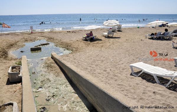 2020/07/dunyaca-unlu-plajda-plajda-kirlilik-ve-koku-rahatsizligi--201488642ef2-1.jpg