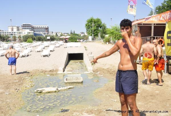 2020/07/dunyaca-unlu-plajda-plajda-kirlilik-ve-koku-rahatsizligi--201488642ef2-5.jpg