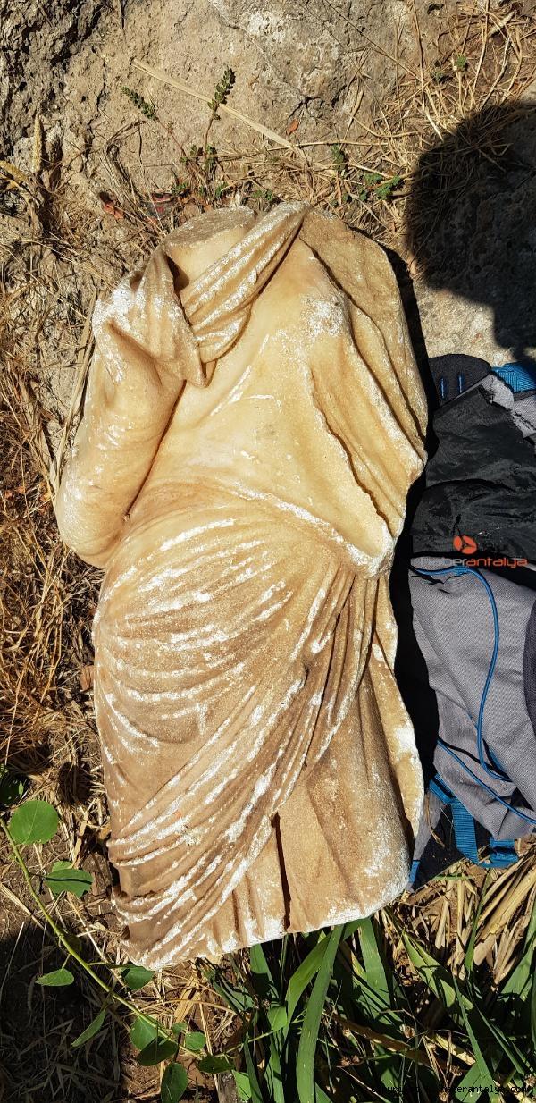 2020/07/falezlerde-bulunan-cantadan-roma-donemine-ait-heykel-cikti-6b2d5de52422-3.jpg