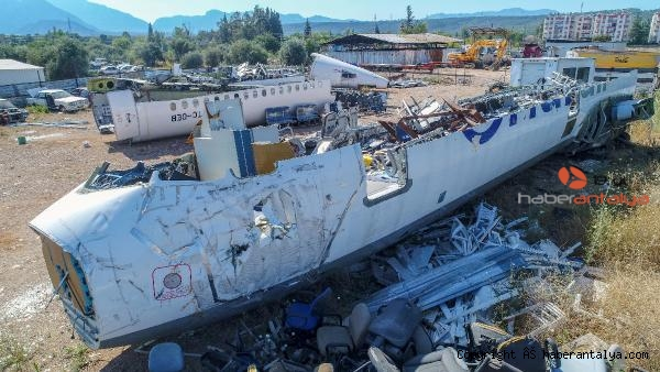 2020/07/hasar-goren-yolcu-ucagi-hurdalikta-alici-bekliyor-23562587ecde-1.jpg