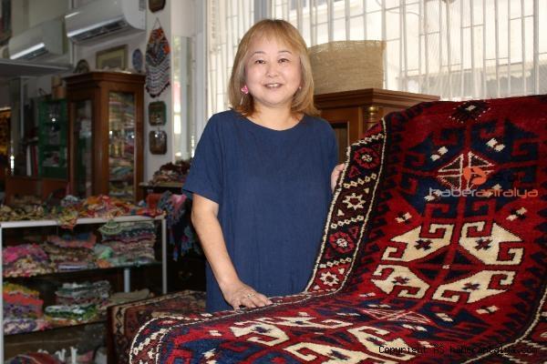 2020/07/japon-kadin-turk-el-sanatlari-koleksiyonu-olusturdu-61769bb79bbc-4.jpg