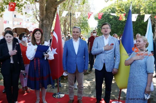 2020/07/ukraynali-bakan-antalyada-park-acti-e9666e2c3b0a-4.jpg