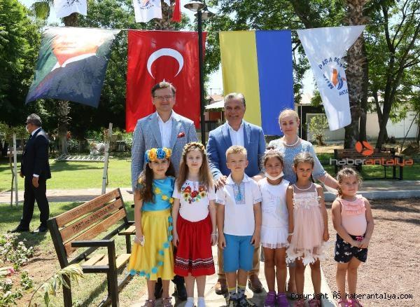 2020/07/ukraynali-bakan-antalyada-park-acti-e9666e2c3b0a-5.jpg