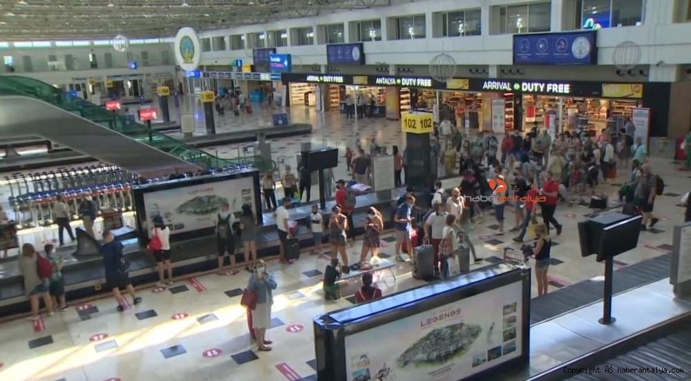 2020/07/ukraynali-turistler-antalyaya-ayak-basti-20200701AW05-6.jpg