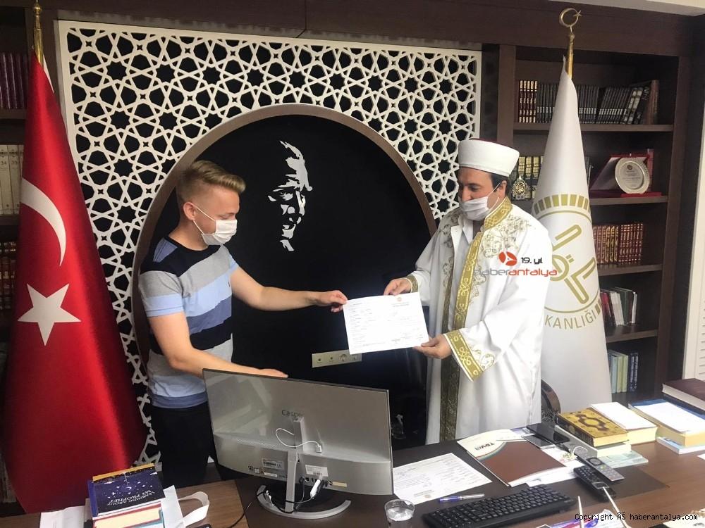 2020/08/ingiliz-genc-islamiyeti-secti-20200804AW08-4.jpg