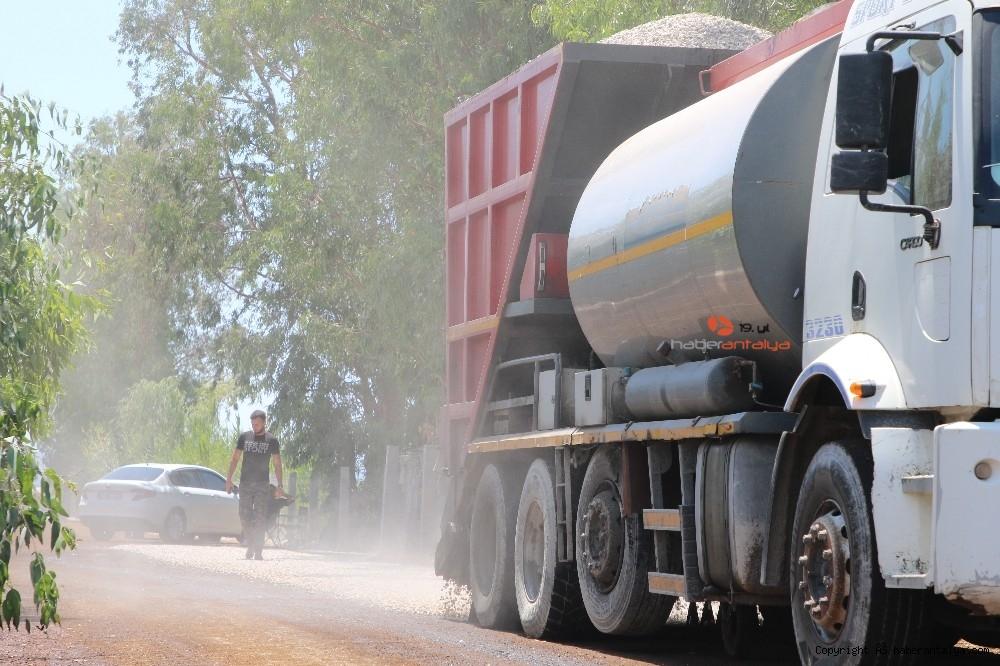 2020/08/kasta-11-kmlik-yolda-asfalt-calismasi-20200805AW08-1.jpg