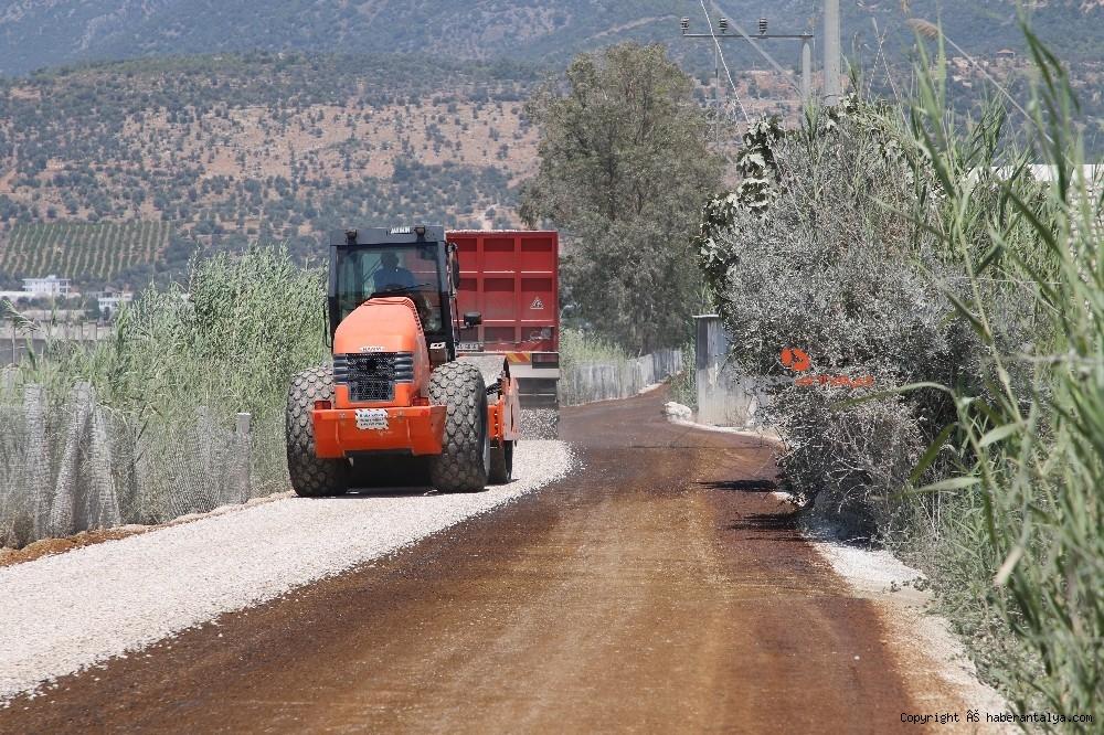 2020/08/kasta-11-kmlik-yolda-asfalt-calismasi-20200805AW08-2.jpg