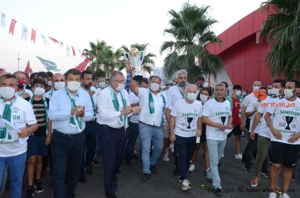 2020/08/serik-belediyesporda-sampiyonluk-kutlamasi-e0a20561ef22-4.jpg