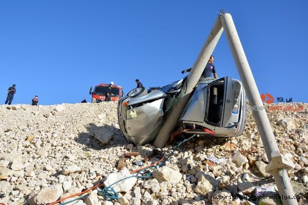 2020/09/beton-direge-carpan-otomobildeki-kadin-oldu-oglu-ve-esi-yaralandi-aba0f2735296-4.jpg