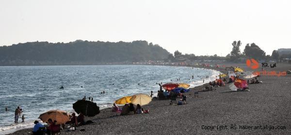 2020/09/demre-sahillerinde-yogunluk-bf762ea1e7f4-2.jpg