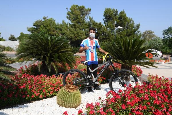 2020/09/konyaalti-bisikletcisi-emir-altug-yurt-downhill-sampiyonu-228edd8b923e-2.jpg