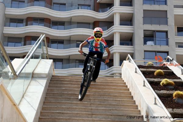2020/09/konyaalti-bisikletcisi-emir-altug-yurt-downhill-sampiyonu-228edd8b923e-4.jpg