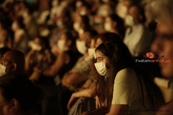 2020/09/takintilar-tiyatro-severle-bulustu-7304598c88fe-5.jpg