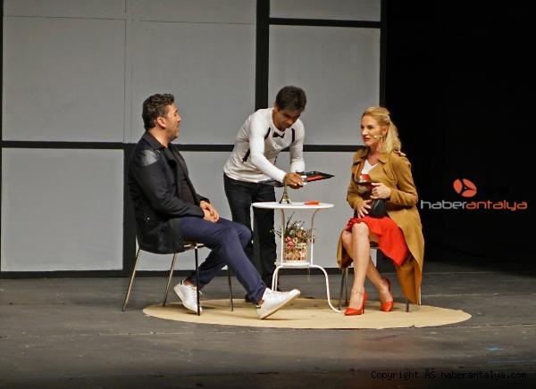 2020/09/tiyatro-bulusmalari-iki-bekar-ile-sona-erdi-8e27690baab3-2.jpg
